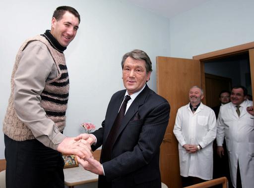 ウクライナ獣医男性、新世界一の長身としてギネスから認定