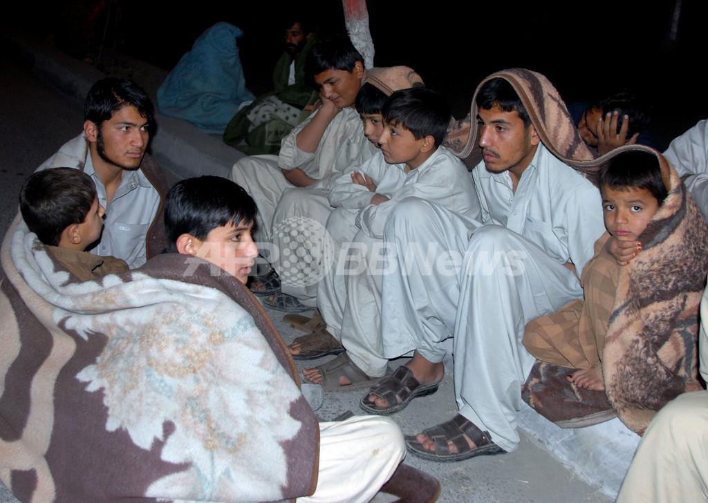 パキスタン地震、死者215人に 被災者を襲う厳しい寒さ