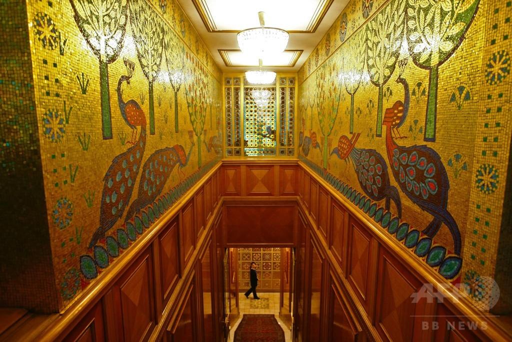 チャウシェスク元大統領の豪邸、初の一般公開 ルーマニア