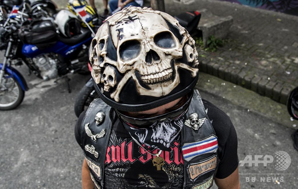 バイカーら、骸骨マスクで抗議 コスタリカ