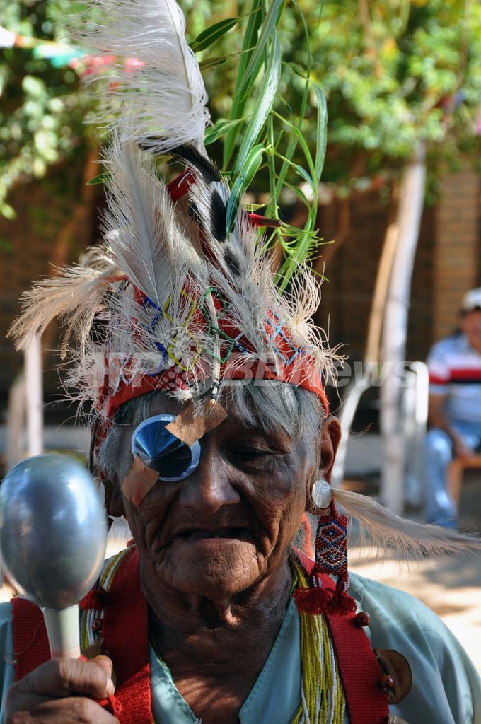 パラグアイの先住民族マカ人、民族衣装で定住24周年祝う