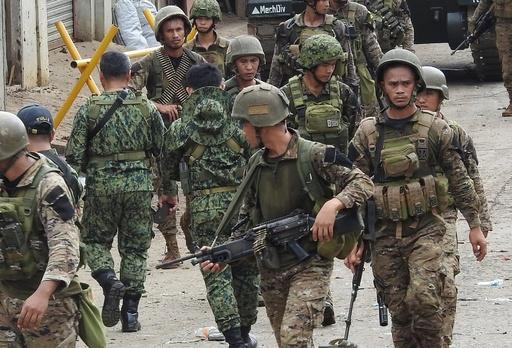 フィリピン南部で軍の精鋭狙った自爆攻撃、5人死亡 ISが犯行声明
