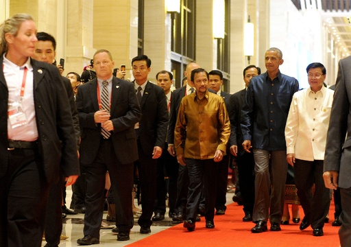 オバマ氏とフィリピン大統領が面会 夕食会前に短く言葉交わす