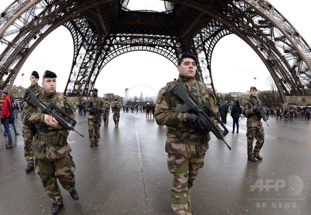フランスが治安対策強化、異例の兵士1万人動員