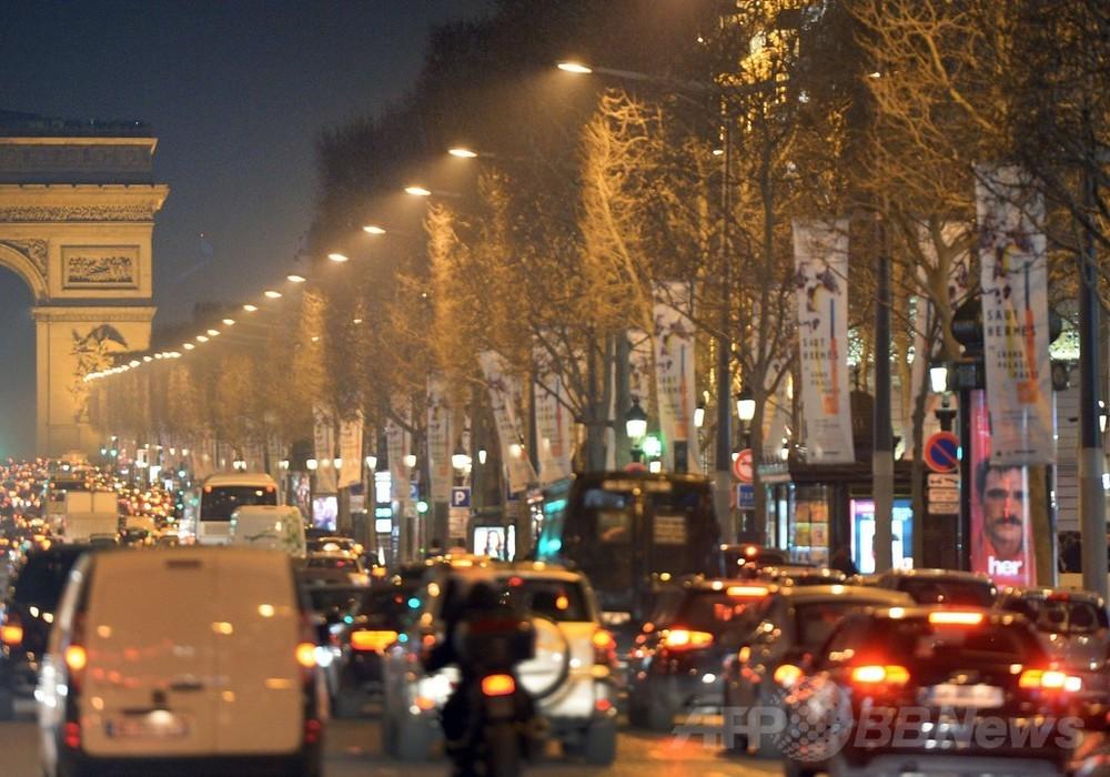 仏パリ、公共交通機関を3日間無料に 大気汚染の深刻化受け