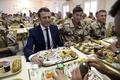 仏政権、大統領外遊の同行記者を選ぶ 報道機関との関係緊張