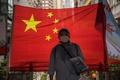 国家安全維持法違反で初の逮捕者、香港独立の旗所持で 警察発表