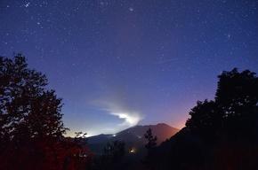 御嶽山の噴火、予知は不可能 仏火山学者