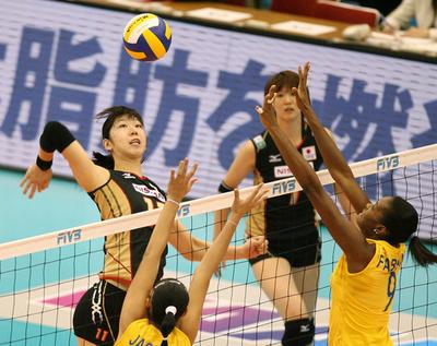 日本 ブラジルに敗れ6勝5敗の7位で大会を終える