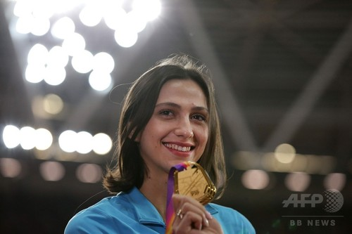 女子走高跳びは中立で出場のラシツケネが連覇、世界陸上