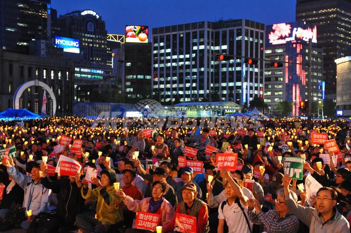 韓国大統領、改革推進で危機打開訴え ソウルでは2万人集会