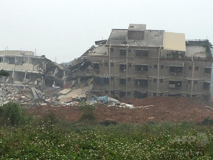 中国南部深センで大規模な土砂崩れ、41人不明