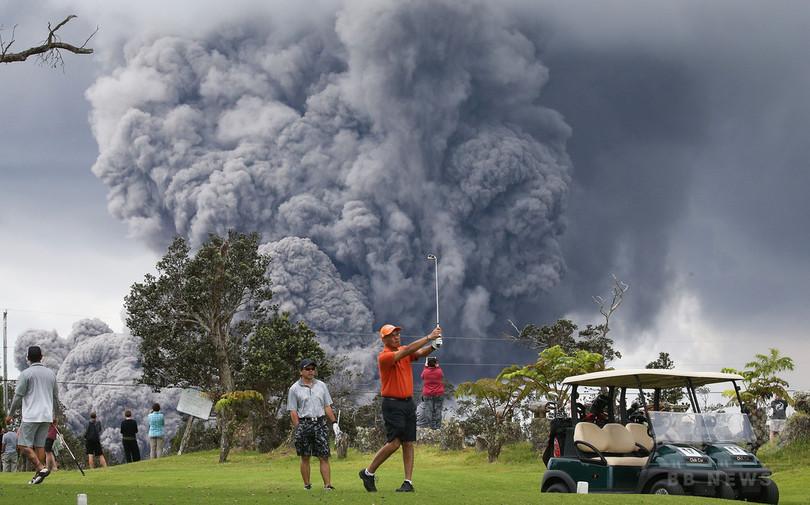 米ハワイのキラウエア火山で巨大な噴煙、警報発令