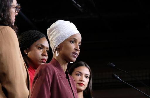 トランプ氏「嫌なら出ていけ」発言に非白人系女性議員ら反論、与党からも批判