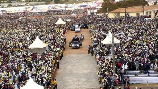 動画:ローマ法王、マダガスカル訪問 数千人が出迎え