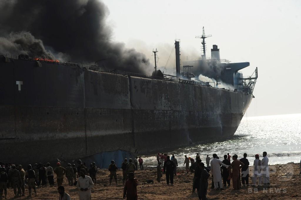解体処理中のタンカーで爆発 11人死亡59人負傷 パキスタン