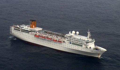 火災で漂流のコスタ・アレグラ号、漁船にえい航されセーシェルへ