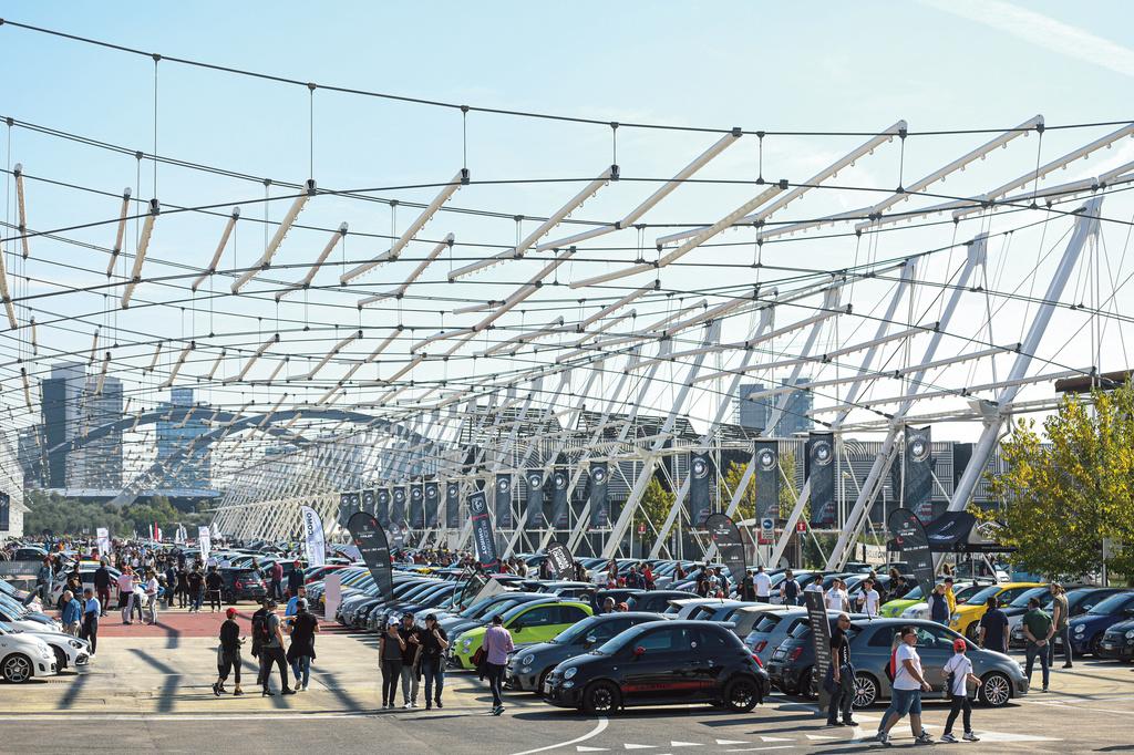 サソリの毒は永遠に不滅 アバルト70周年記念 #2 3000台のアバルトが集う