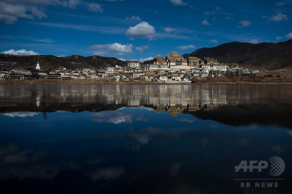 チベット仏教寺院の日常風景、中国・雲南省