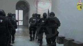 動画:チュニジア博物館襲撃事件、人質解放の瞬間