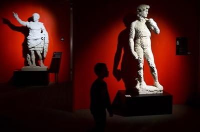 「レゴ」でアート、モナリザやダビデ像 ベラルーシ