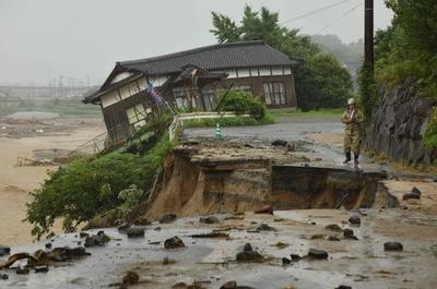 九州北部豪雨、救助活動続く 8日にかけて雨の見込み