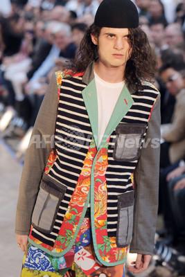 <10年春夏パリ・メンズコレクション>コム デ ギャルソン オムプリュス、新作を発表