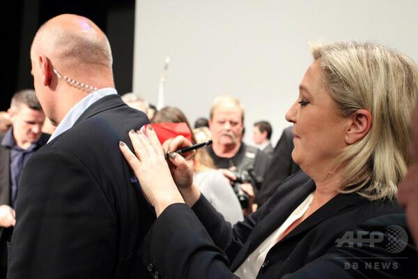 ルペン氏「真っ赤なうそ」、欧州議会の不正報酬疑惑