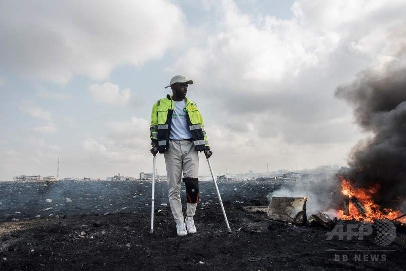 電子廃棄物を高級家具に、暗黒郷の労働者救う取り組み ガーナ