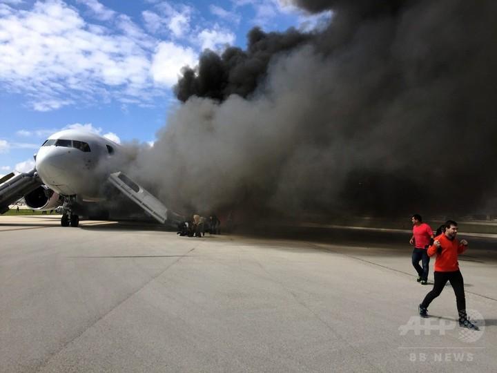 米フロリダの空港で旅客機火災、15人負傷