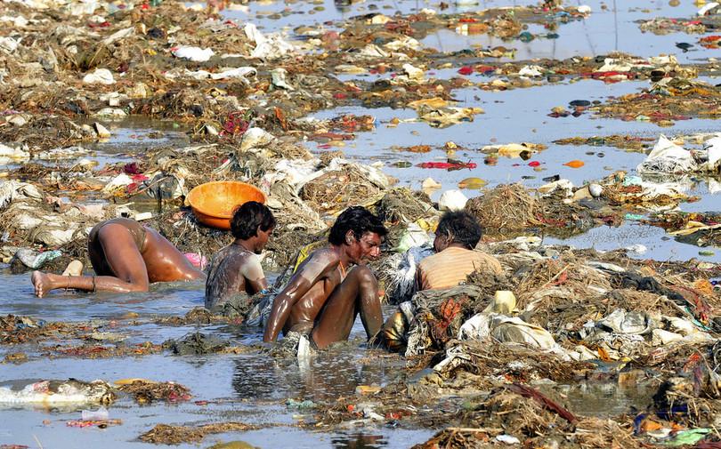 聖なる川に人間と同じ権利は認められない、インド最高裁が判断