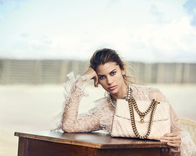 ミューズは話題の2世モデル、「エルマンノ シェルヴィーノ」17年春夏キャンペーン