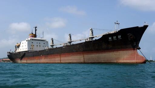拿捕された北朝鮮船、パナマ運河を通過 平壌に向かう