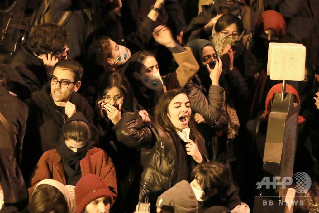 イラン首都警察、抗議デモ対応の「自制」命令受ける