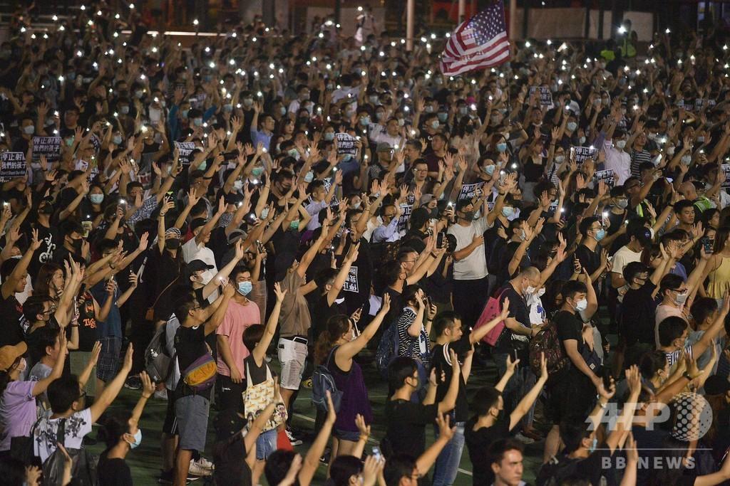 高校生撃たれた香港、ゲリラデモ相次ぐ 警察は夜間外出禁止令を要請