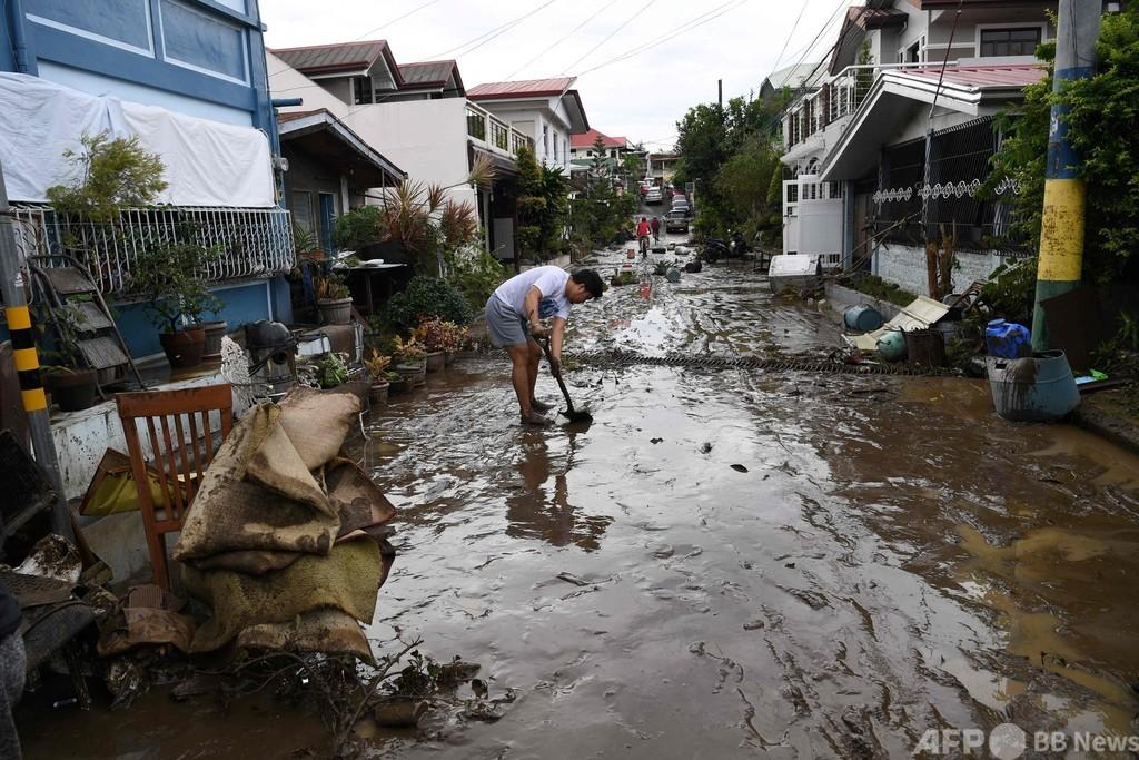 台風19号上陸、16人死亡 フィリピン