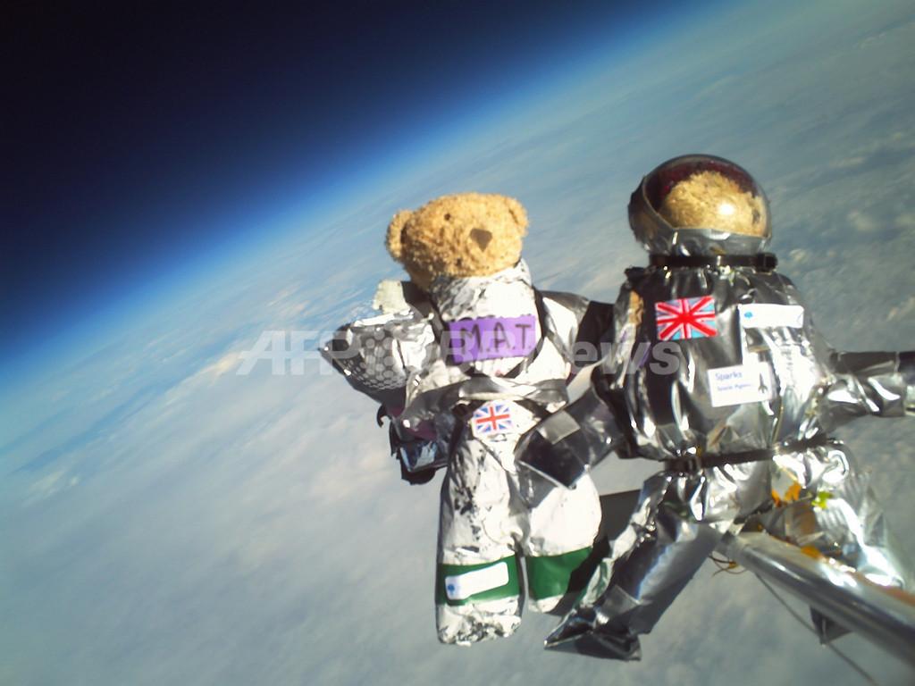 テディベア4体が「宇宙飛行」、宇宙服のデザインは小学生が担当