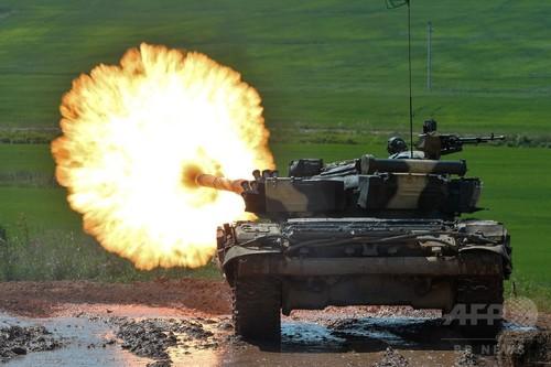 迫力満点! ベラルーシで戦車バイアスロン