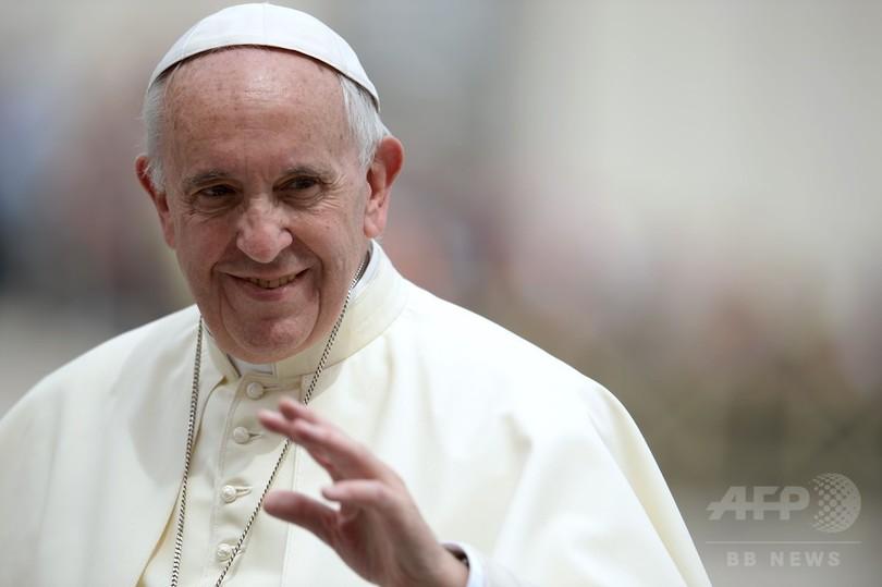 フランシスコ法王、女性聖職者解禁の検討を約束