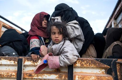 IS最後のとりでから必死の脱出、住民を待ち受ける飢えと絶望 シリア