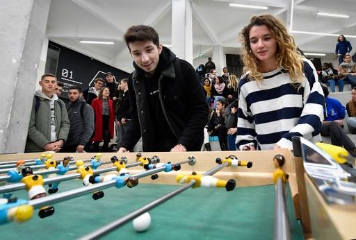 男女混合のサッカーチーム、テーブルサッカーで実現 仏大学