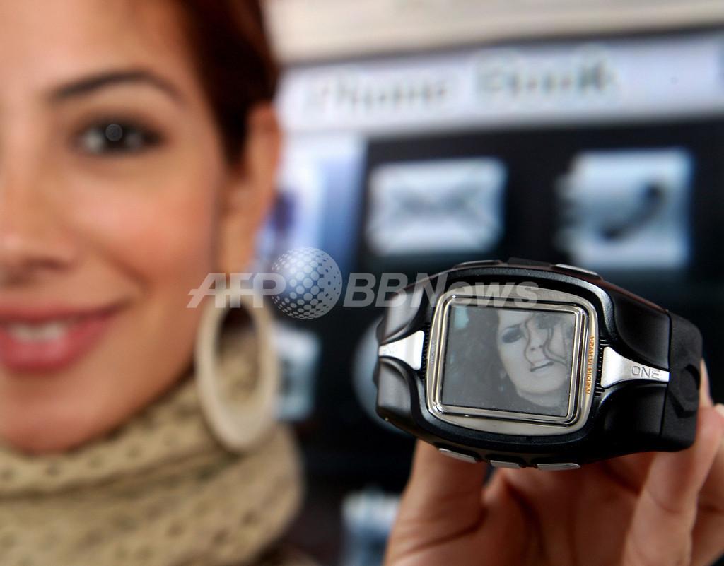 腕時計が携帯電話に、音楽再生も可能、中南米で販売