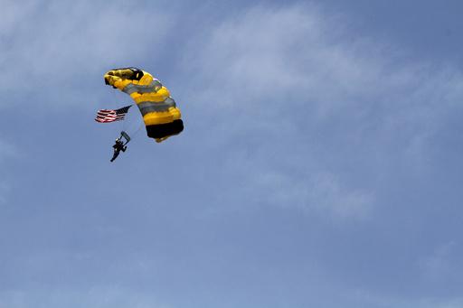 集団スカイダイブ記録挑戦で空中衝突、2人死亡 米