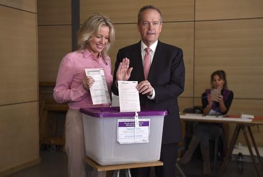 豪総選挙、労働党が6年ぶりに政権奪還か 第1陣の出口調査