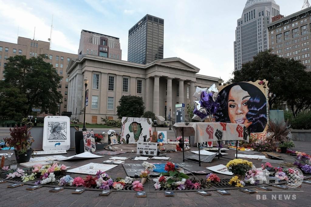 米黒人女性射殺、警官起訴も死の責任は問わず