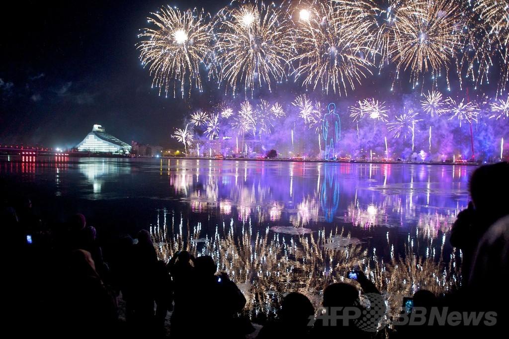 夜空を盛大に彩る花火 14年欧州文化首都のラトビア
