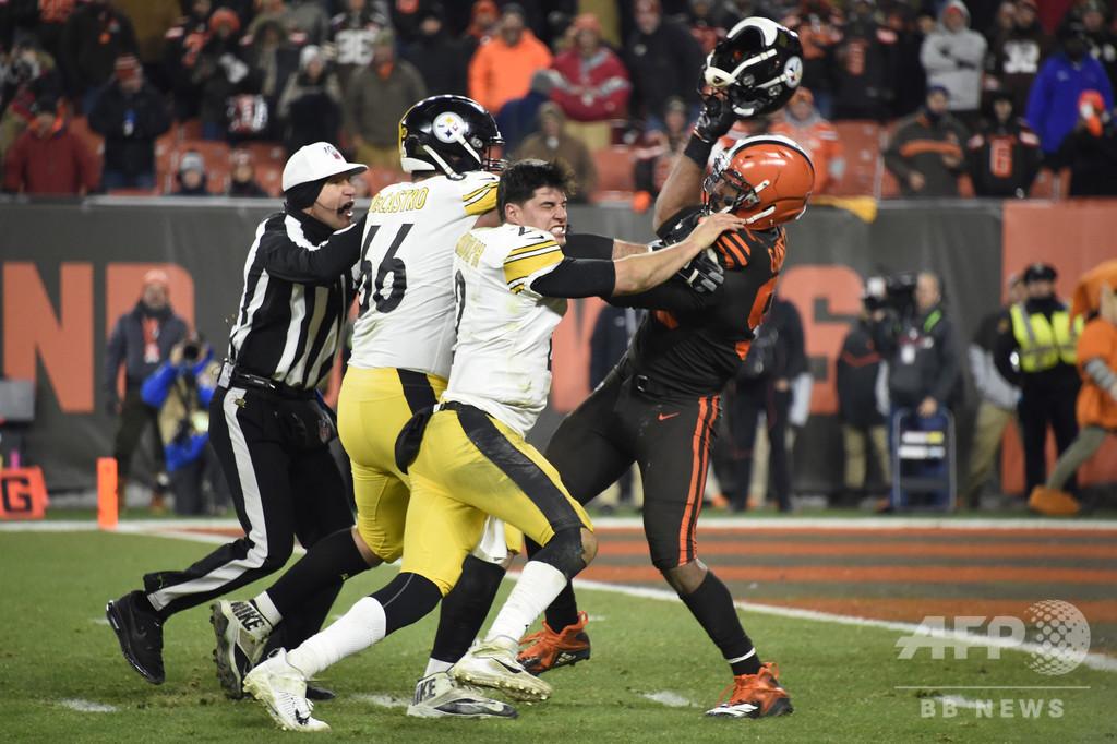 ブラウンズDEが無期限出場停止に、相手から奪ったヘルメットで暴力行為