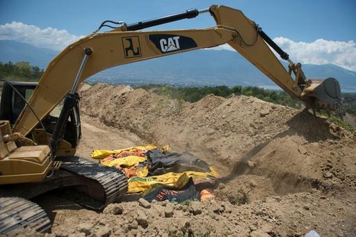 スラウェシ島地震、19万人超が緊急の支援必要 現地では集団埋葬開始