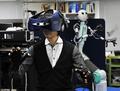 五感を伝えられる「アバター」型ロボット、慶応大が開発