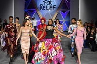 ナオミ・キャンベル、「Fashion for Relief」ファッションショー開催